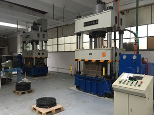 China Computerized 650 Ton Hydraulic Molding Press Machine For SMC Manhole Cover supplier